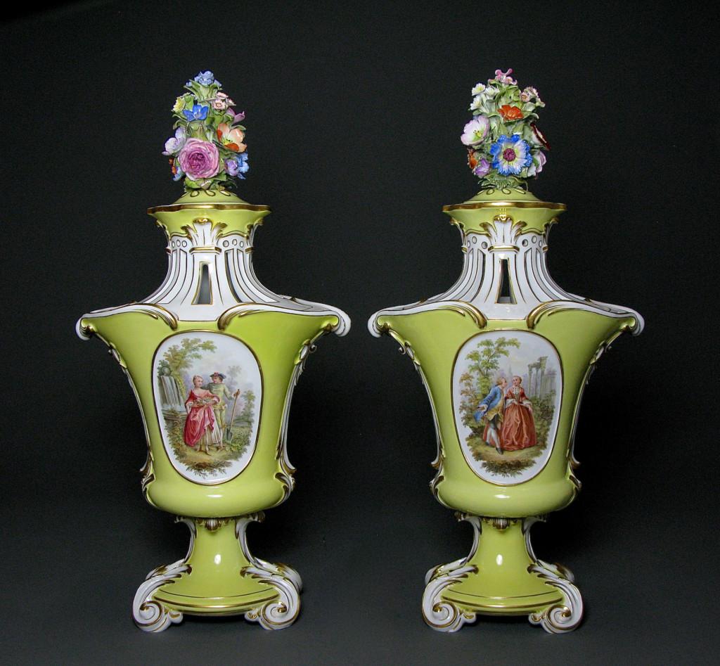 """EXCEPTIONAL PAIR OF VASES """"BRÛLE DE PARFUM"""" Porcelain Meissen Circa 1840-1860"""