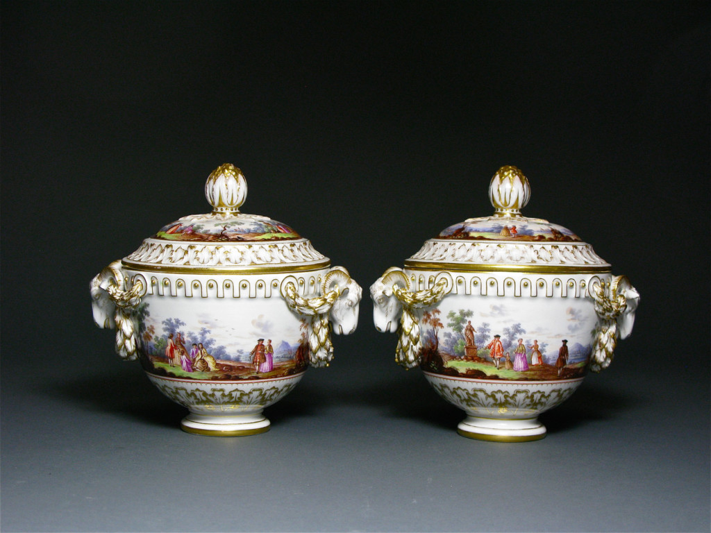A PAIR OF COVERED VASES Meissen 19th Century
